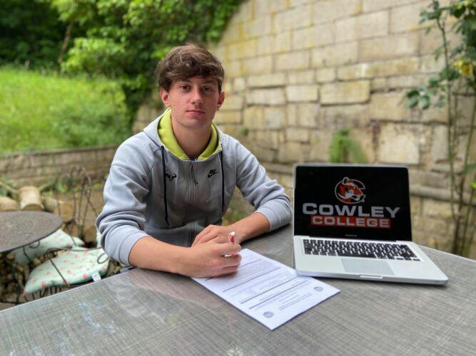 Signature d'Ugo avec Cowley