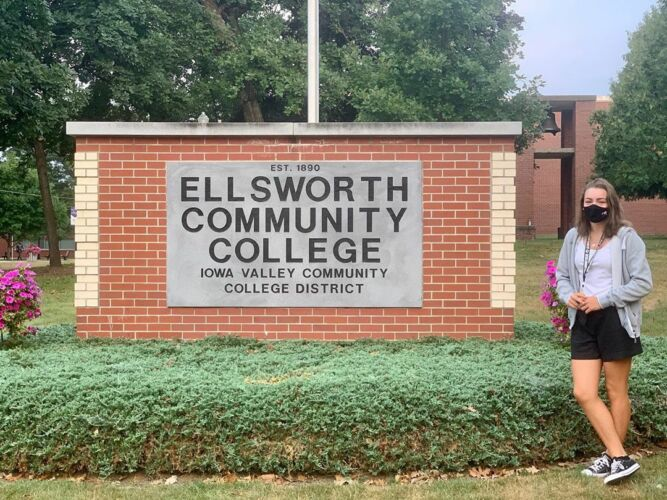 Jade devant Ellsworth Community College